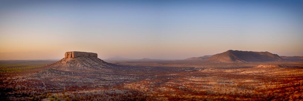 Atemberaubende Landschaft Namibias - fotokunst von Dennis Wehrmann