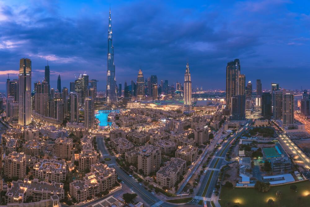 Dubai Downtown - fotokunst von Jean Claude Castor