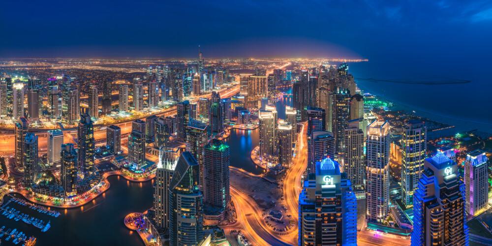 Dubai Marina Skyline Panorama bei Nacht - fotokunst von Jean Claude Castor