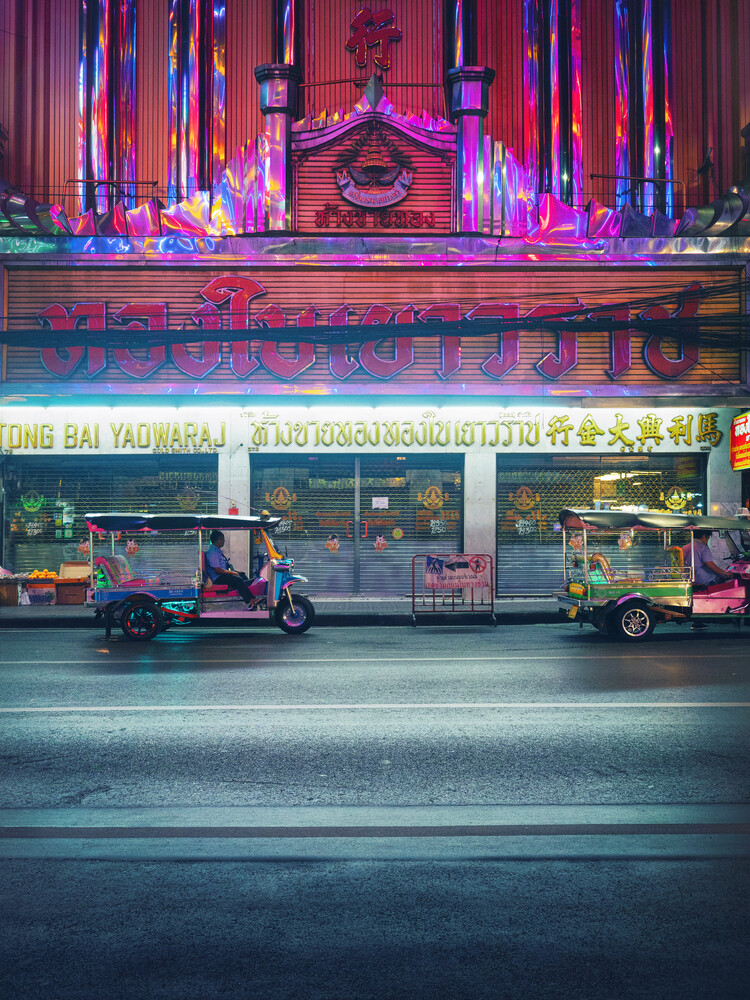 Tuk Tuk and gold shop in Bangkok's Chinatown - Fineart photography by Gaspard Walter