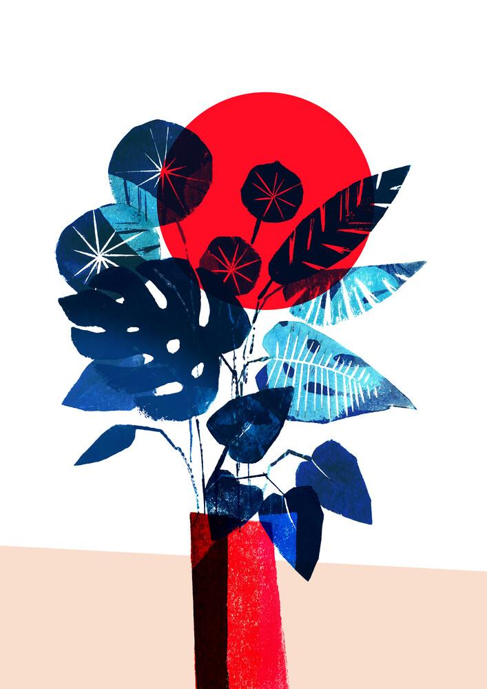Monstera und Pilea in roter Vase - fotokunst von Pia Kolle