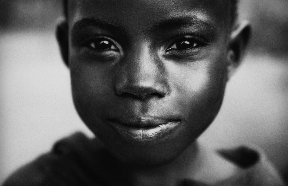 Little girly in Buyende - fotokunst von Victoria Knobloch
