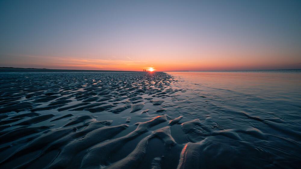 Abendspaziergang am Meer - fotokunst von Philipp Behncke