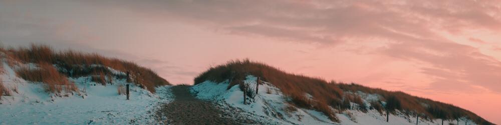 Winterlicher Dünenaufgang - fotokunst von Philipp Behncke