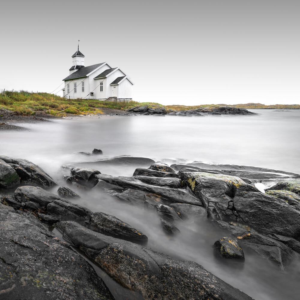 Gimsoy Kirke II | Lofoten - fotokunst von Ronny Behnert