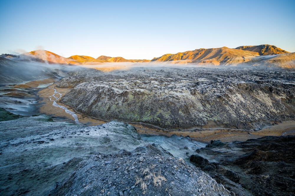 Blick über das Lavafeld bei Landmannalaugar - fotokunst von Franz Sussbauer