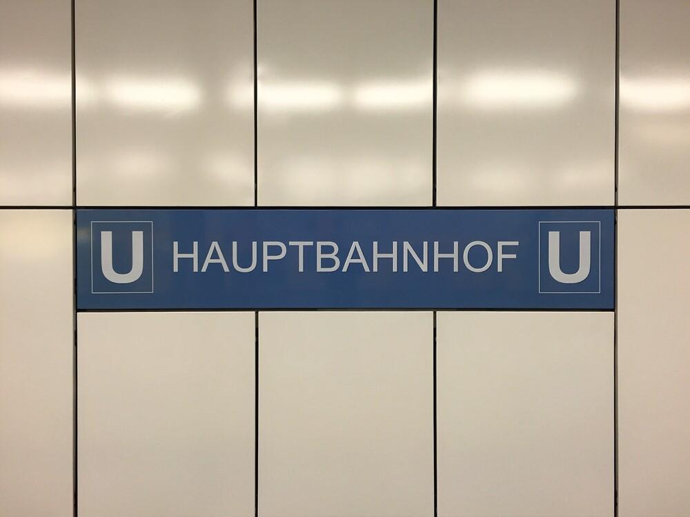 U-Bahnhof Hauptbahnhof - fotokunst von Claudio Galamini