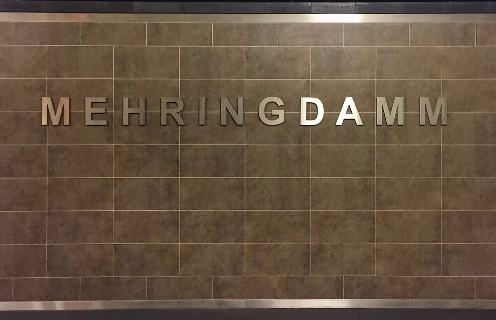 U-Bahnhof Mehringdamm - fotokunst von Claudio Galamini