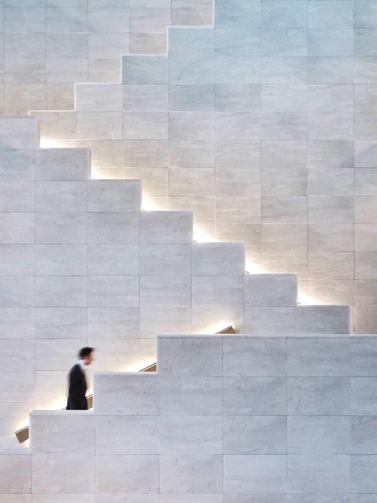 climbing the wall - fotokunst von Roc Isern