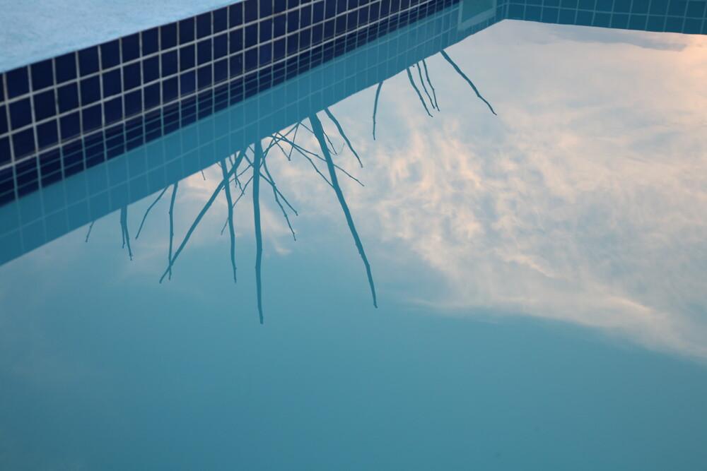 Pool in Malawi - fotokunst von Lioba Schneider
