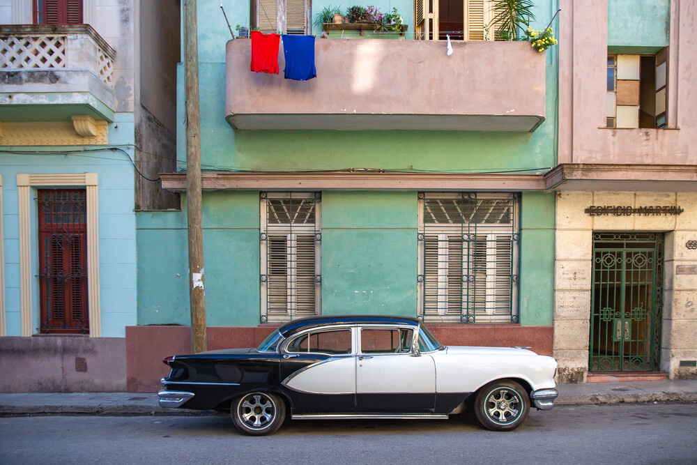Date in Havanna - Fineart photography by Miro May