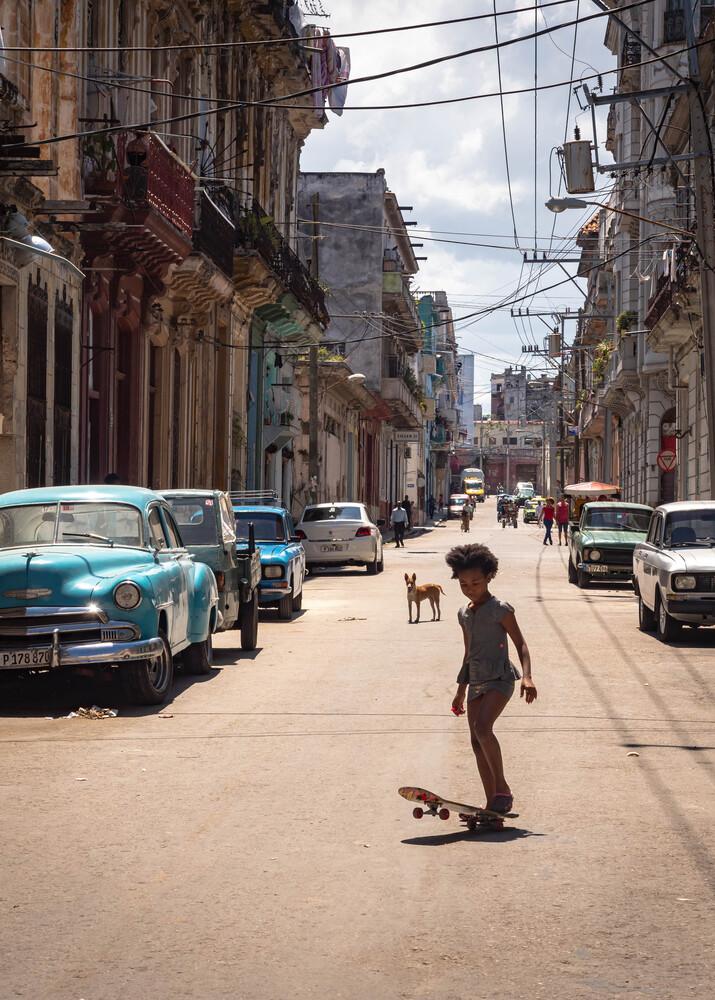 Skating in Havanna - fotokunst von Phyllis Bauer