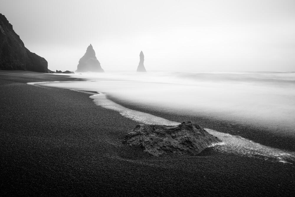 The Black and White Sand Beach - fotokunst von Max Saeling