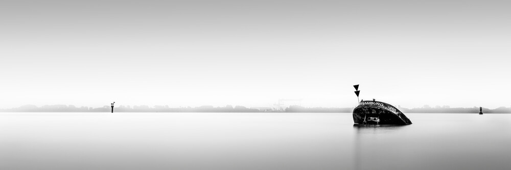 Panorama Schiffswrack Uwe Hamburg - fotokunst von Dennis Wehrmann
