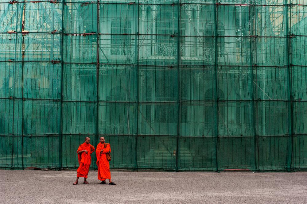 Mönche in Phnom Penh - fotokunst von Michael Wagener