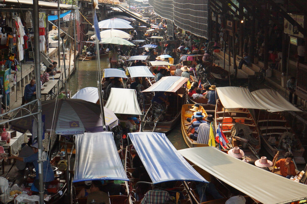 Blick in den Floating Market - Fineart photography by Dr. Christa Oppenheimer