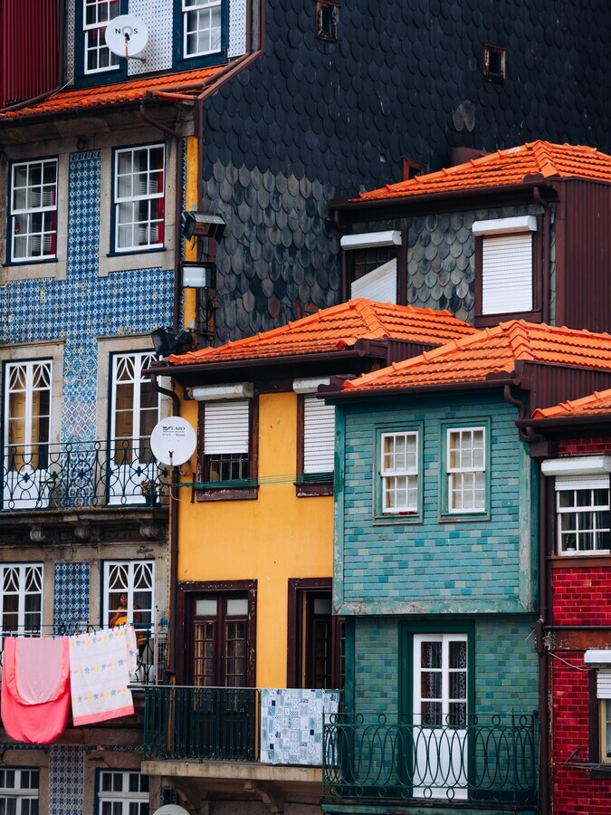 A splash of color in Porto - Fineart photography by André Alexander