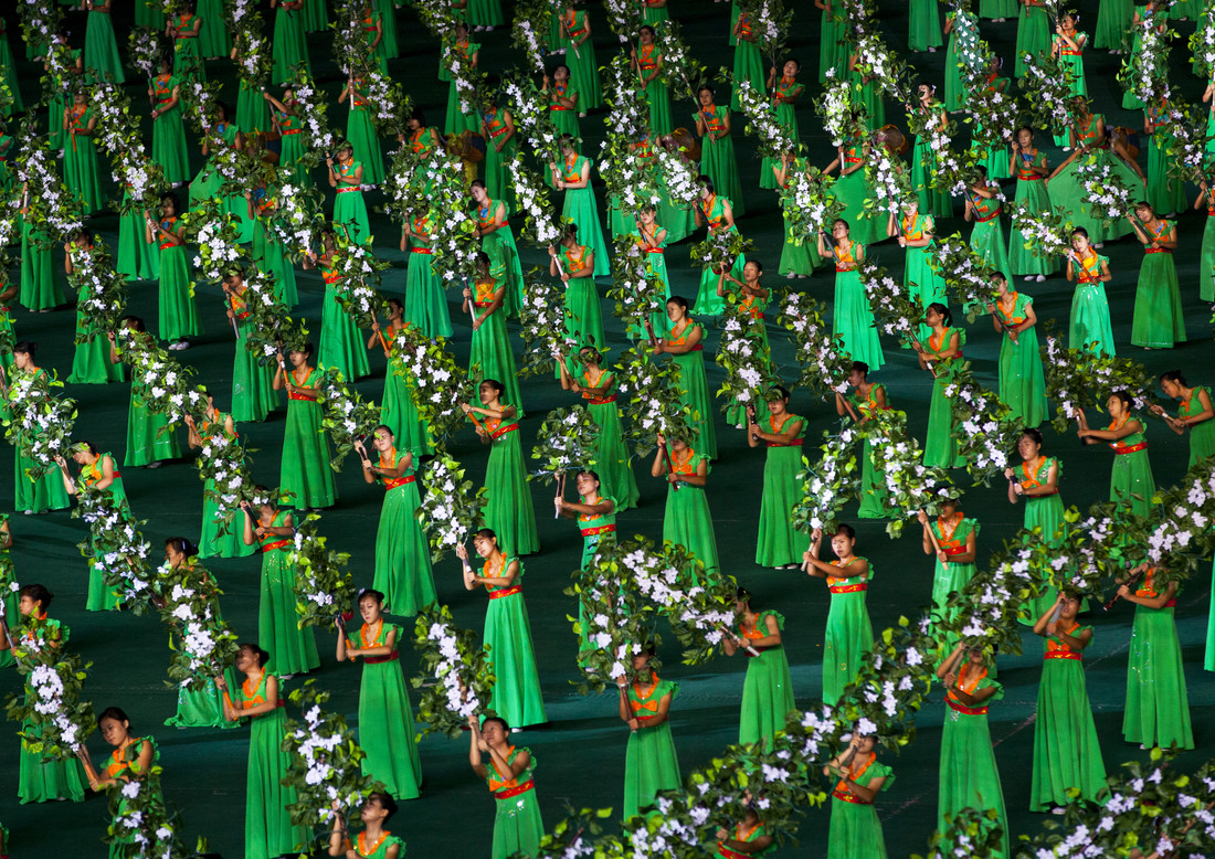 Arirang mass games in Pyongyang, North Korea - fotokunst von Eric Lafforgue