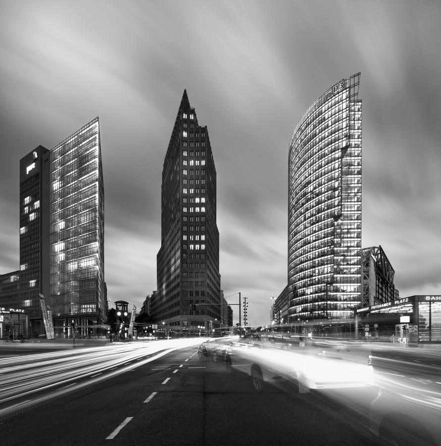 Modern Dynamic Downtown - fotokunst von Matthias Makarinus