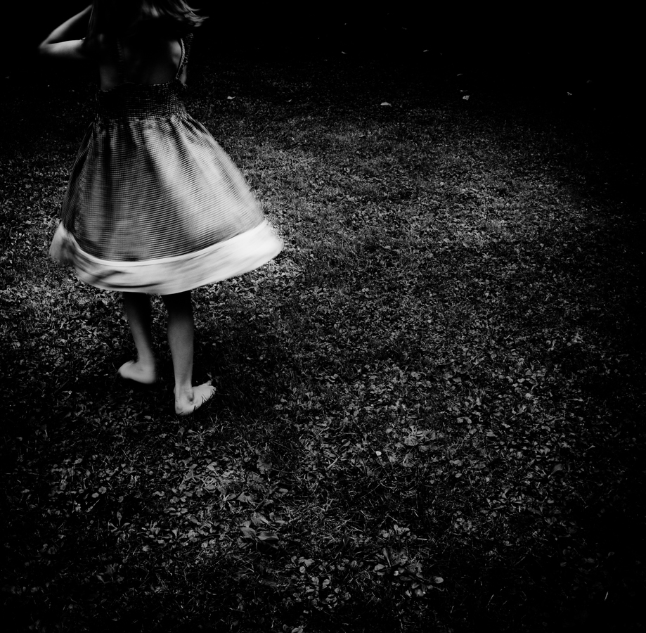 girl with skirt - fotokunst von Alicja Brodowicz