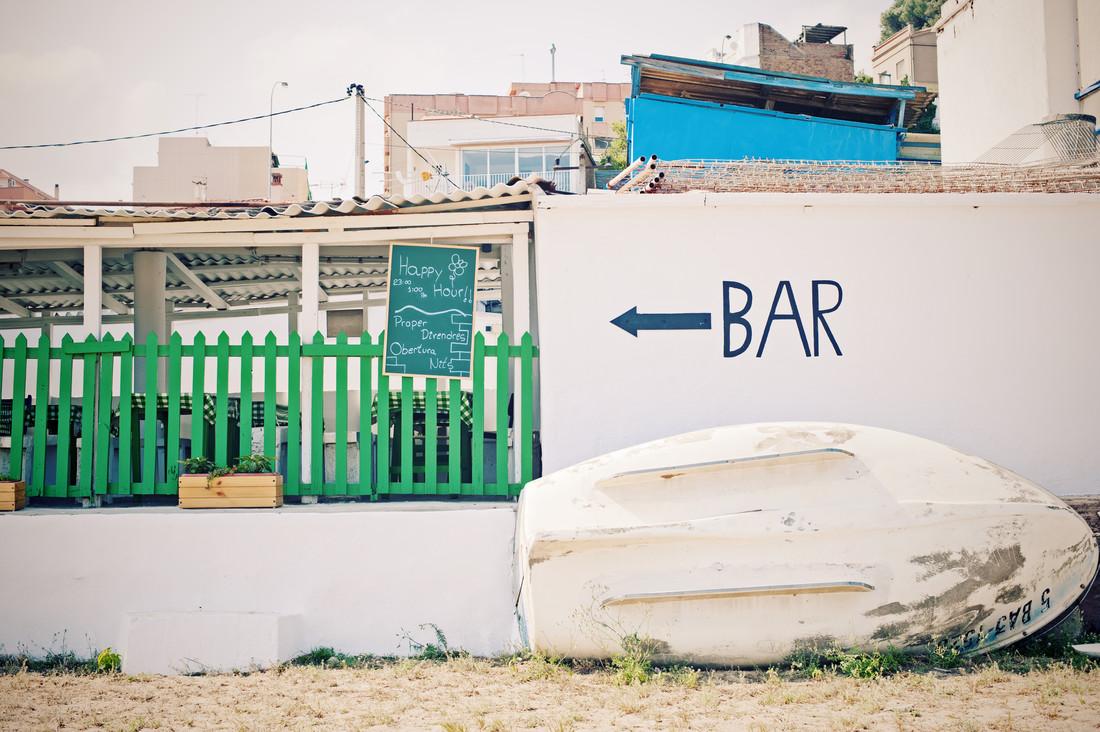 Barcelona Beach Bar - fotokunst von Andrina Peric