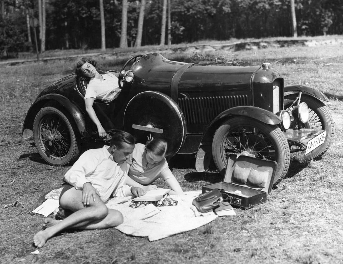 Ausflug mit dem Auto, 1930 - fotokunst von Süddeutsche Zeitung Photo