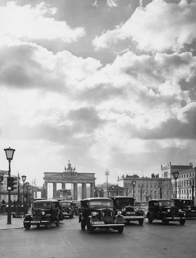 Berlin, Unter den Linden - Fineart photography by Süddeutsche Zeitung Photo