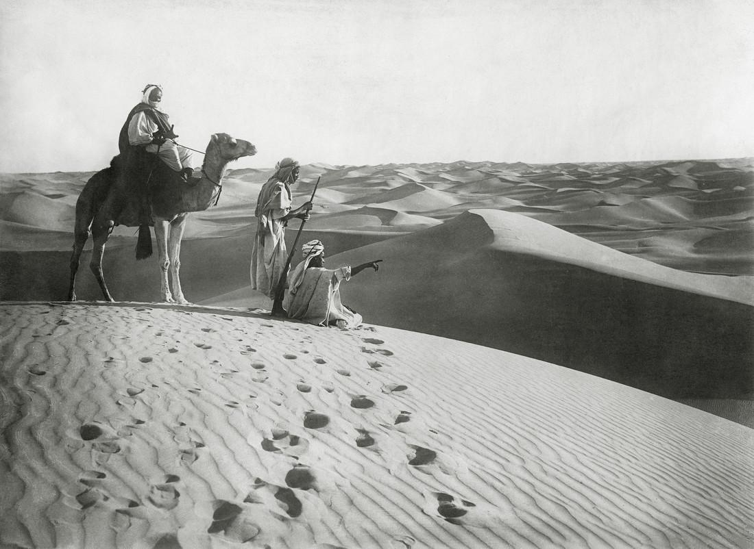 Tuareg in der algerischen Sahara - fotokunst von Süddeutsche Zeitung Photo