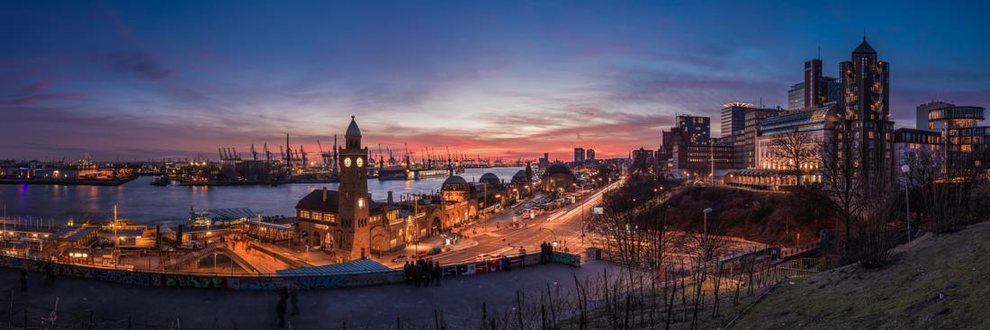 Hamburg - Landungsbrücken Panorama - fotokunst von Jean Claude Castor