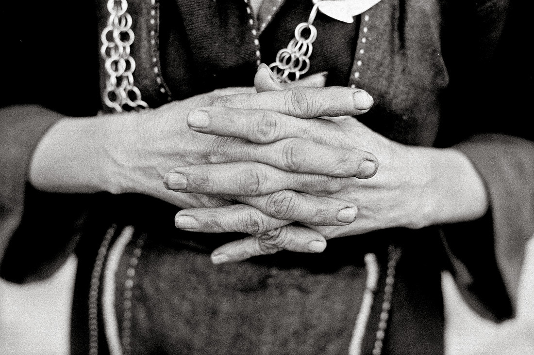Working Hands of an Vietnamese Woman - fotokunst von Silva Wischeropp