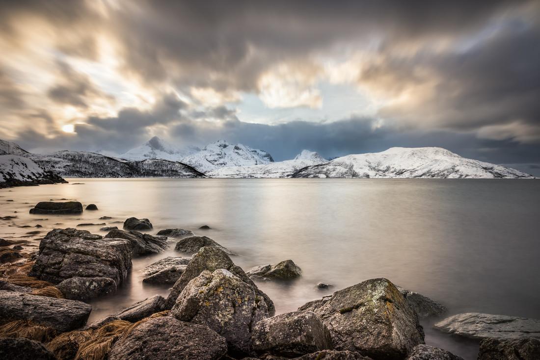 Sturm am Fjord - fotokunst von Michael Stein