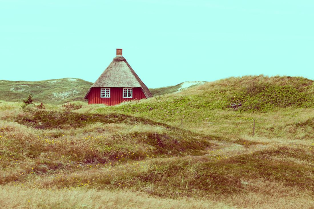 Haus in den Dünen - fotokunst von Holger Nimtz