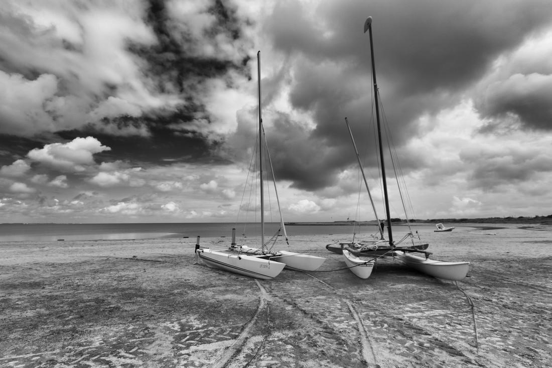 Unter schweren Wolken - fotokunst von Wenka-maria Hagemeister