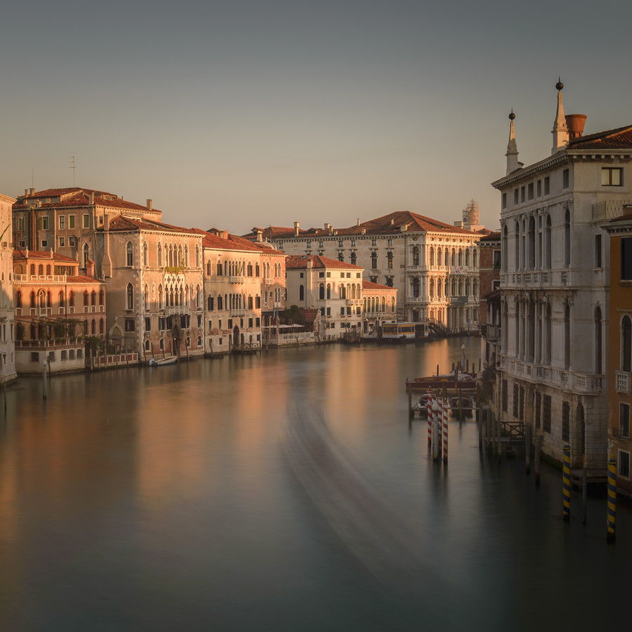Along Canale Grande - Fineart photography by Günther Reissner