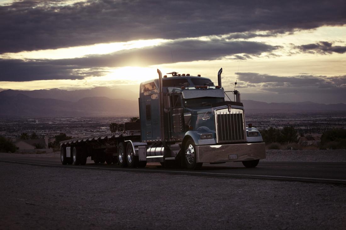 truck - fotokunst von Florian Büttner