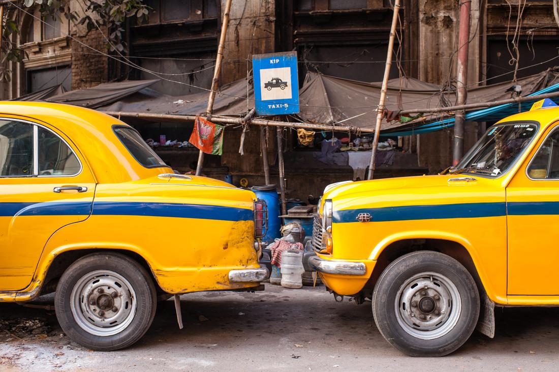 Kalkuttas Taxis - fotokunst von Johannes Christoph Elze