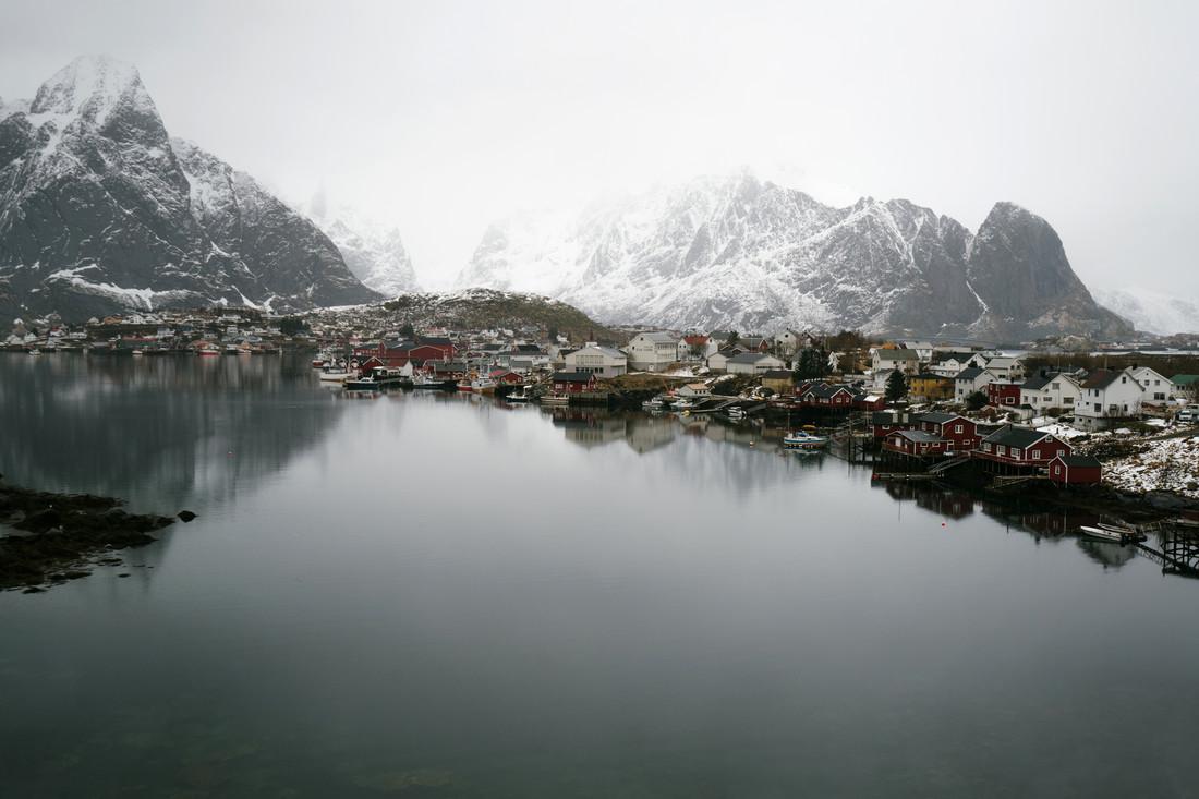 Fischerdorf auf den norwegischen Lofoten - fotokunst von Felix Finger
