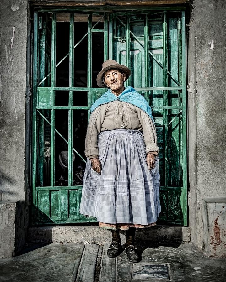 A beautiful old lady is a work of art - fotokunst von Brian Decrop