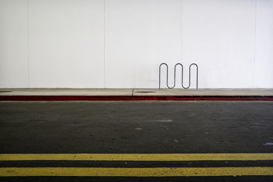 Bike Rack (at a Mall) - fotokunst von Jeff Seltzer