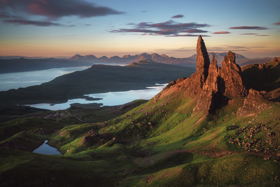 The Old Man of Storr Alpenglühen - fotokunst von Jean Claude Castor