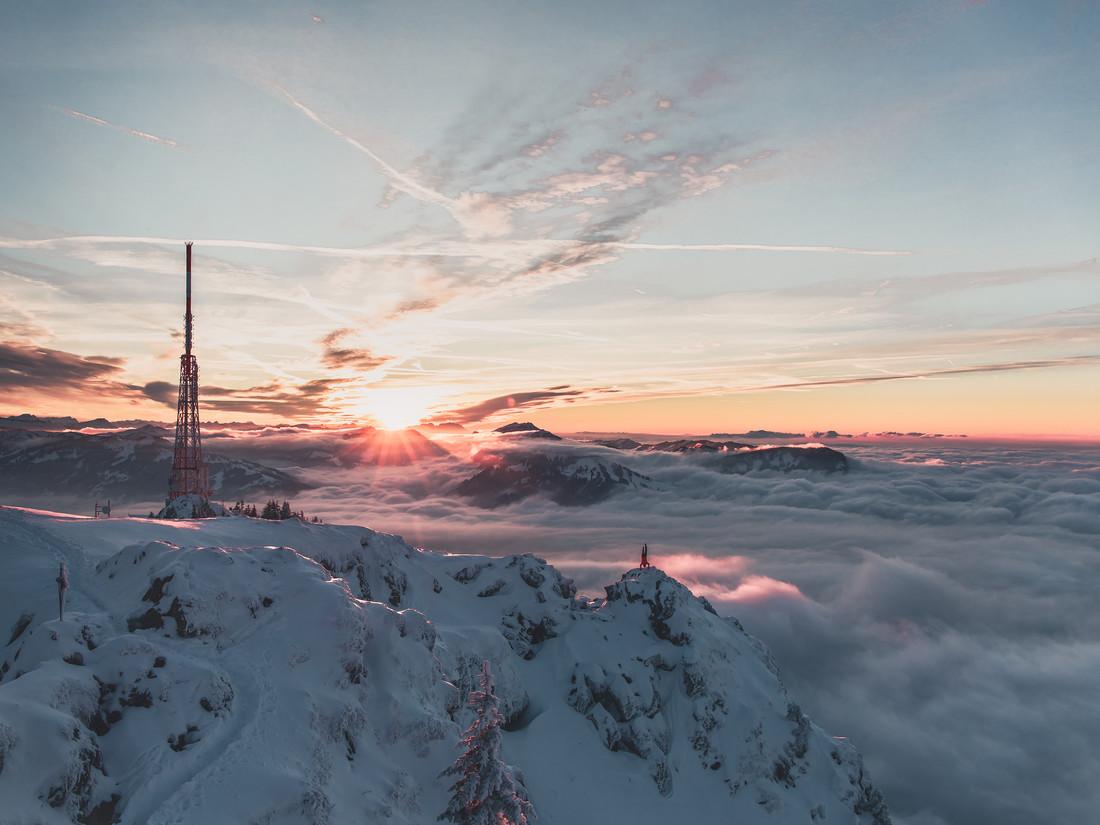 Handstand über den Wolken - fotokunst von Daniel Weissenhorn