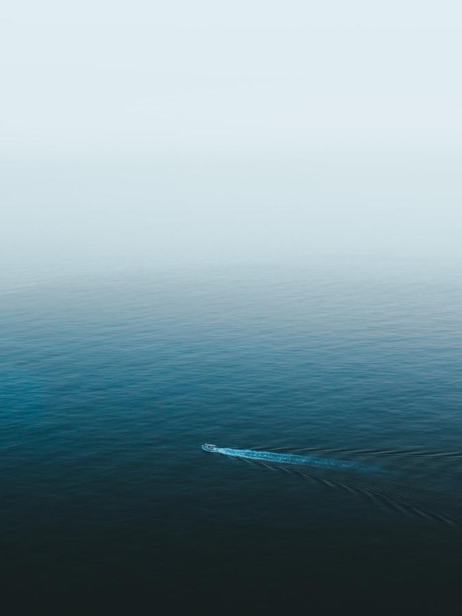 LONE BOAT - fotokunst von Fabian Heigel