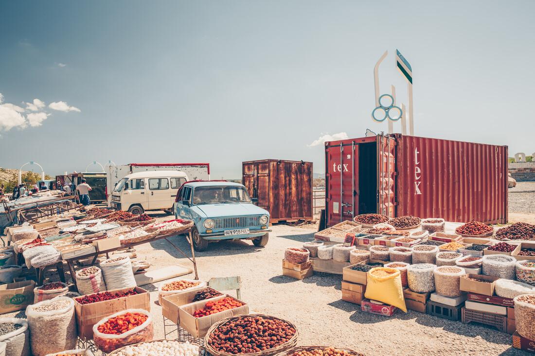 Usbekistan: Markt an der Passstraße - fotokunst von Eva Stadler