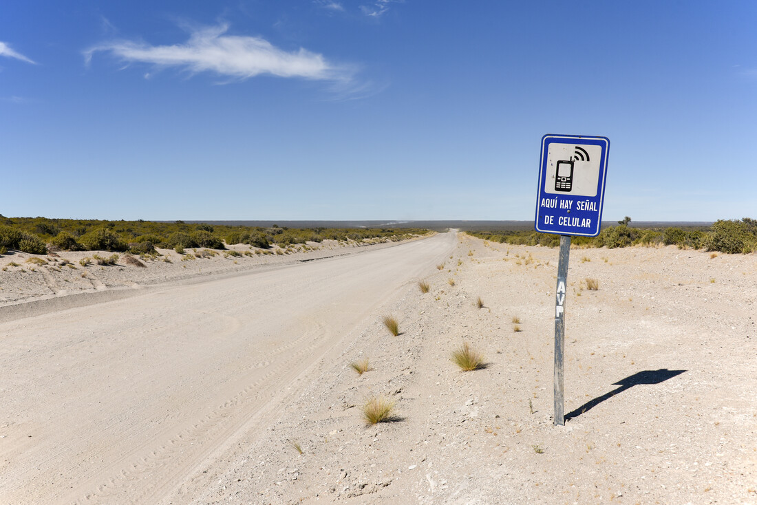 mobile reception in the middle of nowhere - Fineart photography by Thomas Heinze