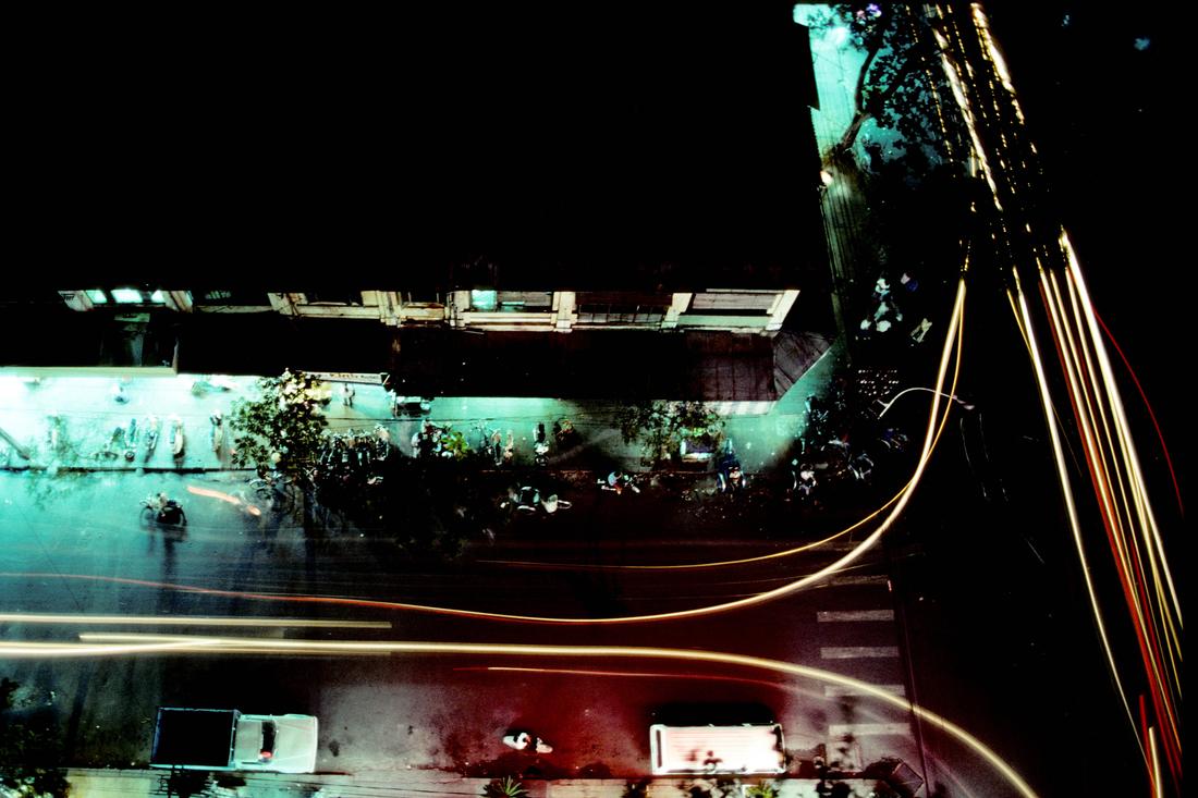 Night over Ho-Chi-Minh-City - fotokunst von Michael Schöppner