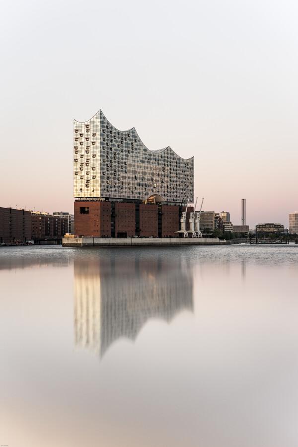 The Elbphilharmonie - Fineart photography by Lina Jakobi