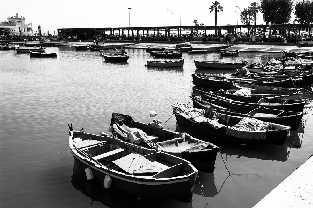 Boats of Bari - fotokunst von Sascha-Darius Knießner