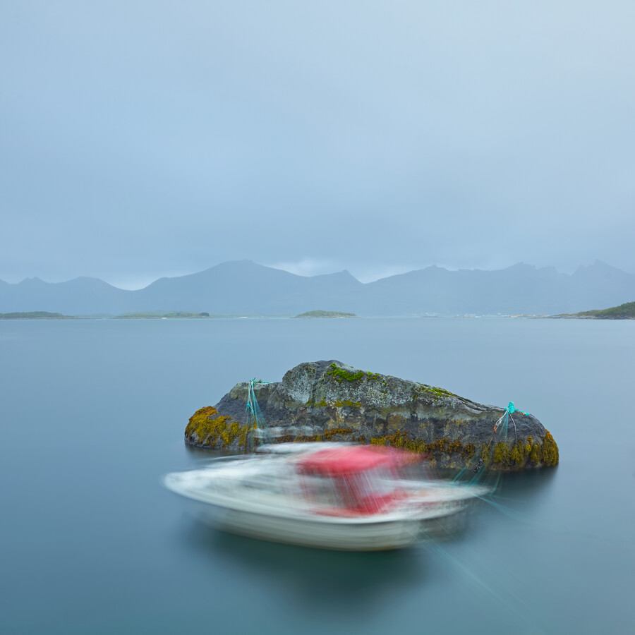 Dancing boat - Fineart photography by Lars Almeroth
