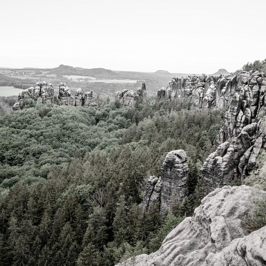 Verwunschene Landschaft des Elbsandsteingebirges - Schrammsteine - fotokunst von Dennis Wehrmann