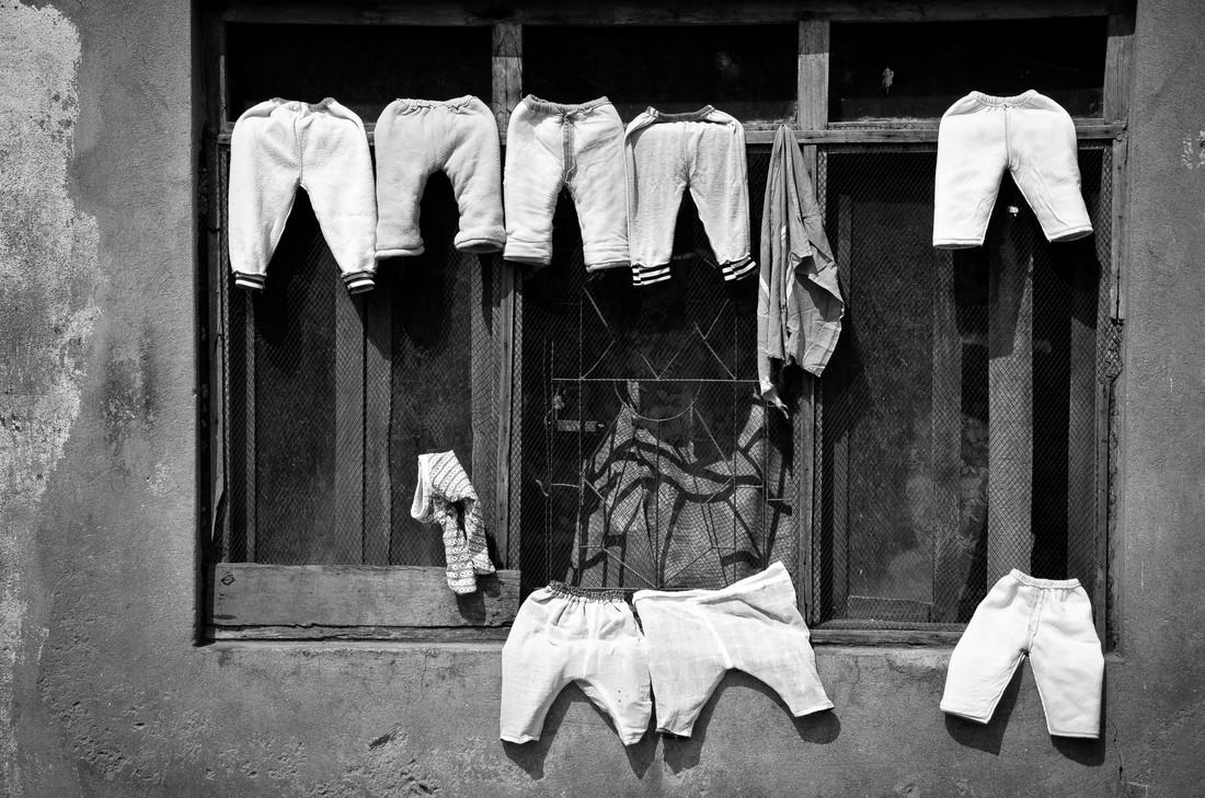 Laundry - fotokunst von Marco Entchev
